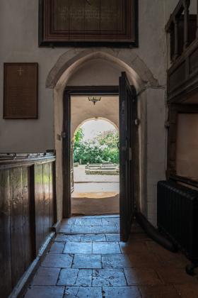 RJ-Interiors-Doors-and-Doorways-002