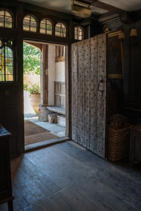 RJ-Interiors-Doors-and-Doorways-007